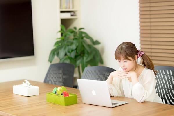 ママは LINE と Facebook でコミュニケーション? | 日刊ポスたま