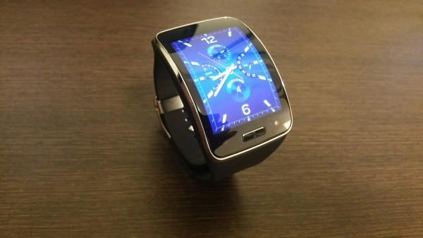 曲面ディスプレイを見事に応用した「Galaxy Note Edge & Gear S」ファーストインプレッション|木暮祐一のぶらり携帯散歩道