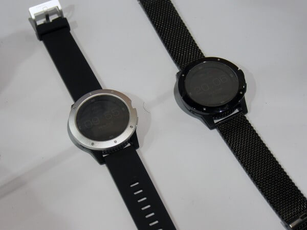 MATRIX PowerWatch(左)とMATRIX PowerWatch Pro(右)