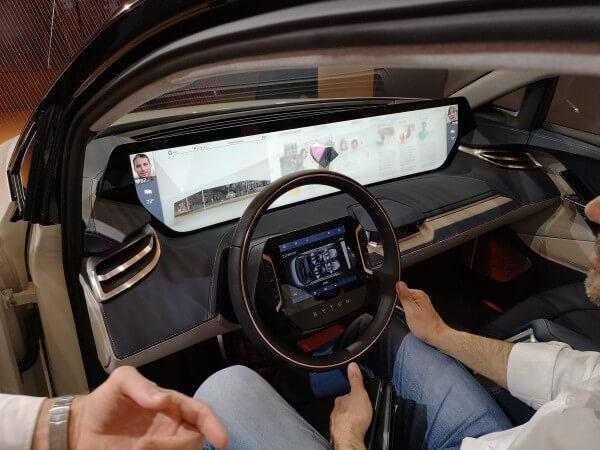 スマホ片手に自動車をシェア、個人の所有物ではなくなる未来の車|山根康宏のワールドモバイルレポート