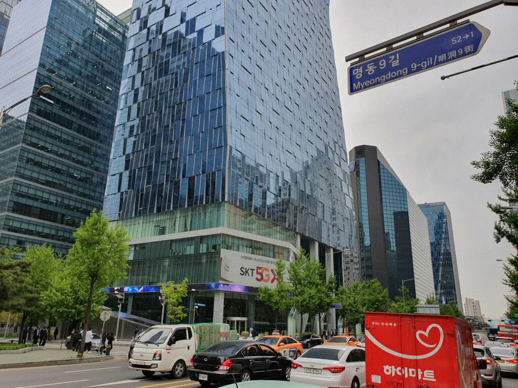 Speaking of Japan, 5G radio waves in front of SK Telecom's headquarters in an office area like Otemachi was bad.