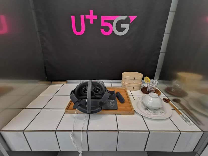 食器類はダミーで、VRを体験するコーナーのよう