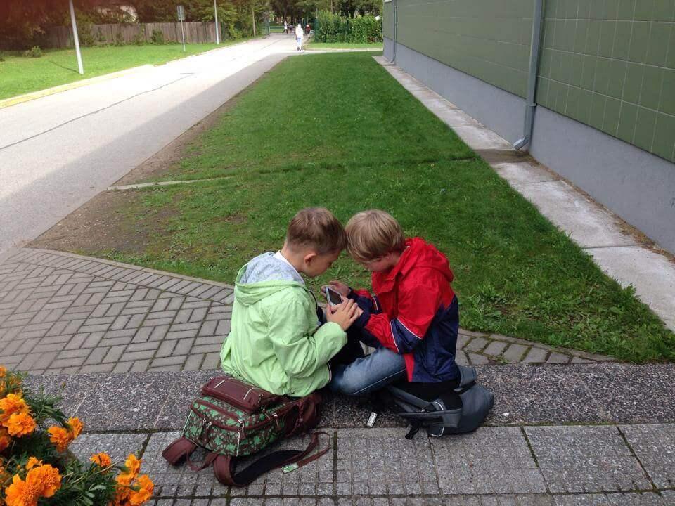 エストニアの子どもたちとスマートフォン