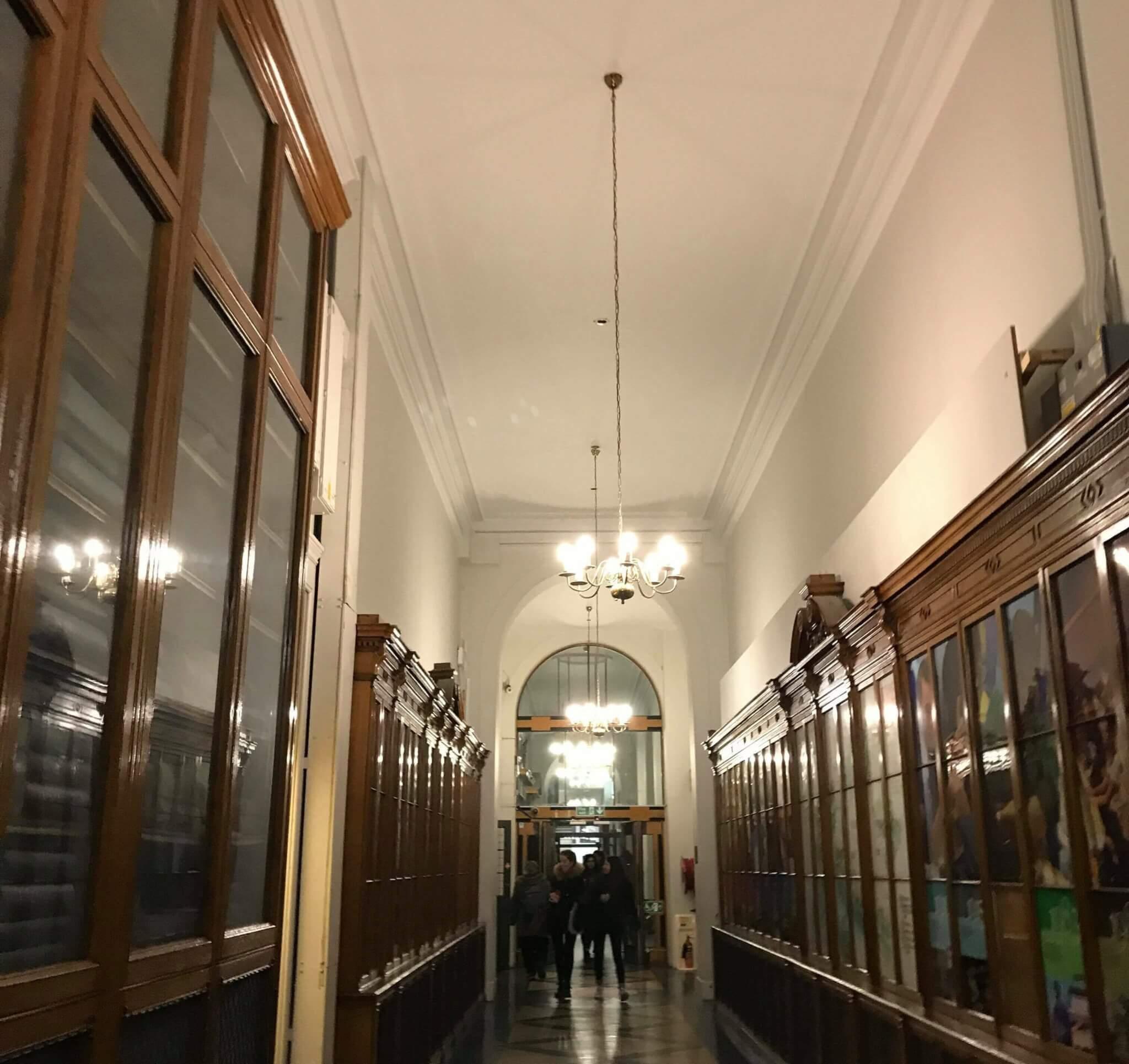 ロンドン大学、趣のある廊下