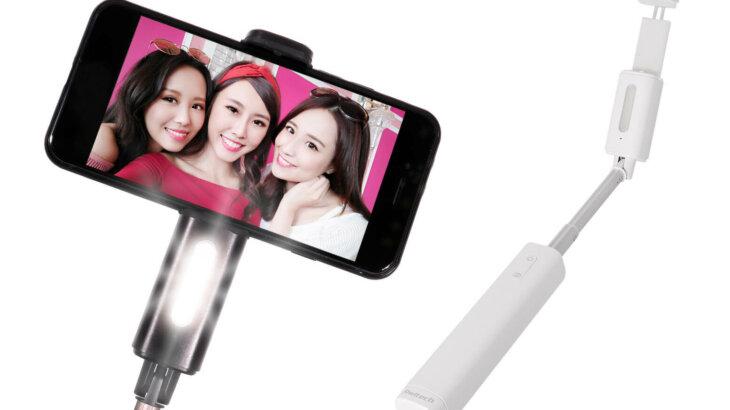 【女優ライト付き!】LEDライト付き自撮り棒が登場。Bluetooth機能でシャッター操作にも対応。