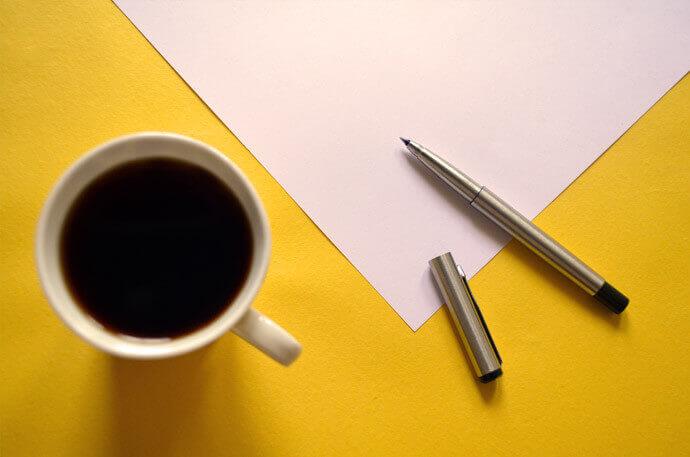 ペンで文字や絵を描くイメージ