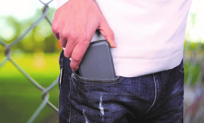 ズボンのポケットに入るコンパクトサイズ
