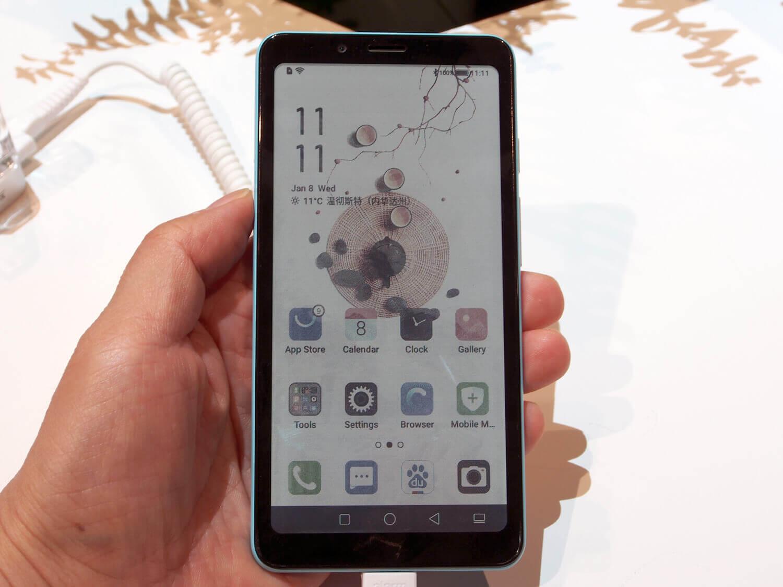 ハイセンスのカラー電子ペーパースマートフォン