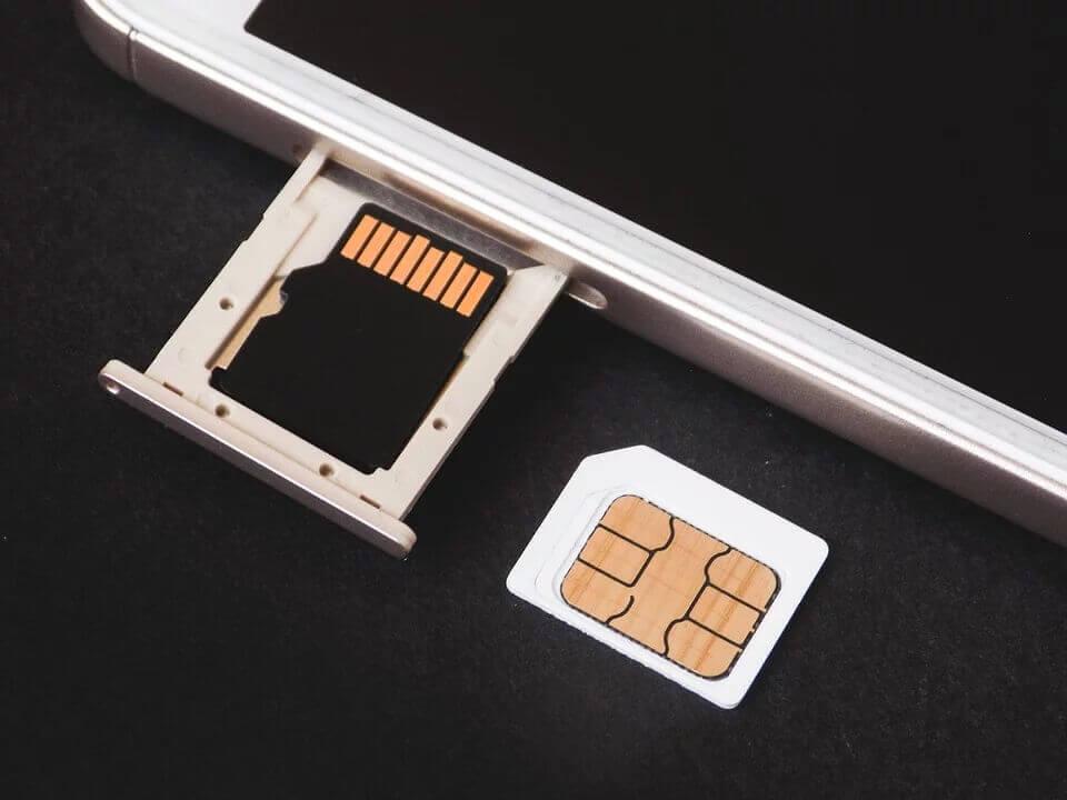 スマートフォンとSIM