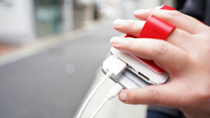 スマホ用多機能カードホルダー「MOBAFI -モバフィ-」バッテリーを繋いだまま片手で持ち運びもOK!Makuakeで受注開始