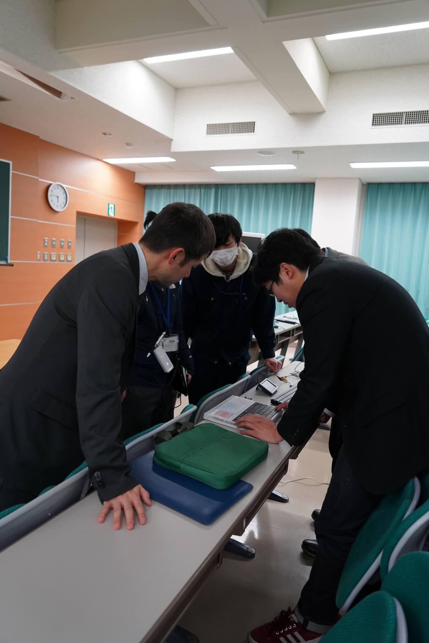 高専の職員がIchigoDyhookでプログラミング [2020年2月20日長岡工業高等専門学校にて]