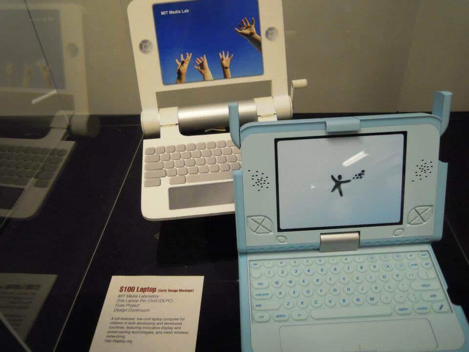 MITにある100ドルパソコン(リーズナブルなICT教育を提供できる)
