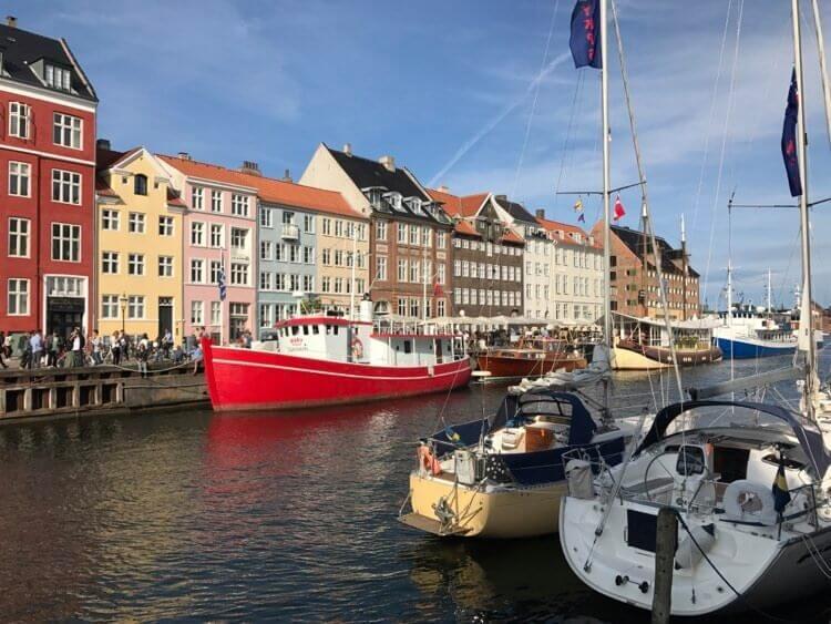 デンマークの街並みと船