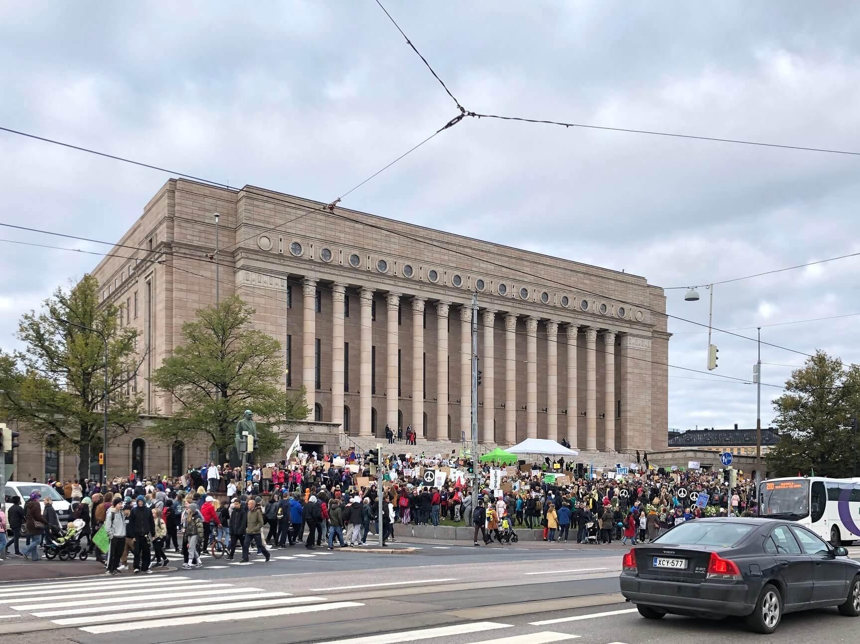 昨年秋に国会議事堂前で行われた、若者の気候変動デモ
