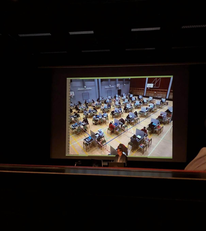 2019年初旬の保護者説明会で紹介された、大学入学資格試験の様子