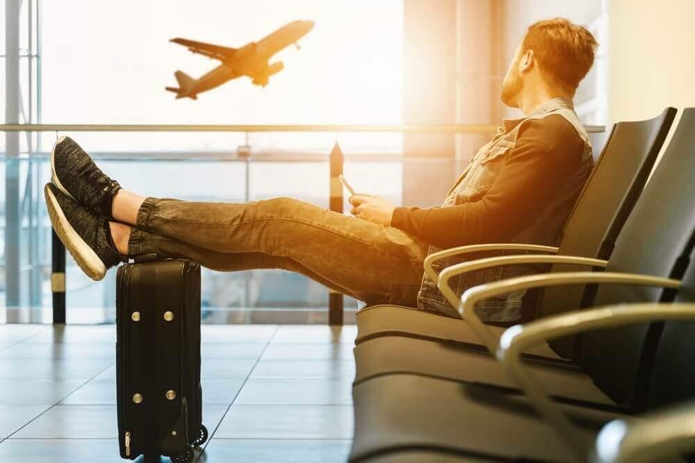 空港にいる人