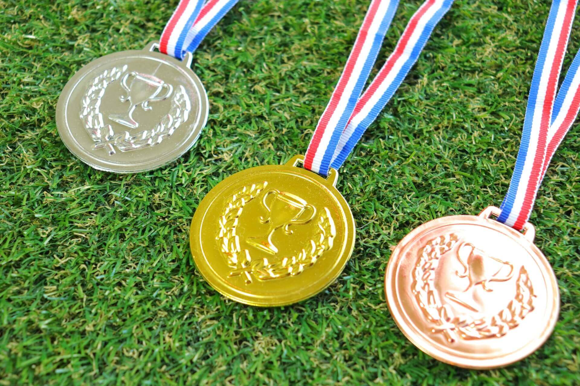 金メダル、銀メダル、銅メダル